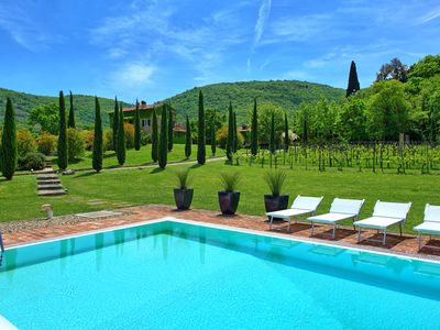 Photo for Exclusive villa with private pool close to Cortona with 6 bedrooms sleeps 12