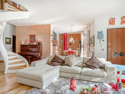 Photo for Comfortable Villa in Roma with Garden and Barbecue
