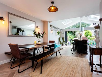 Photo for 4 bedroom home in wonderful Wimbledon, 2 minutes from train station (Veeve)