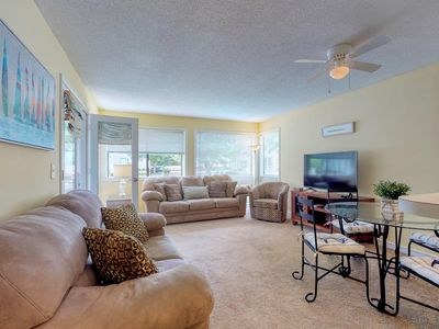 Photo for Spacious condo w/ screened deck, shared pool, & hot tub - close to the beach!