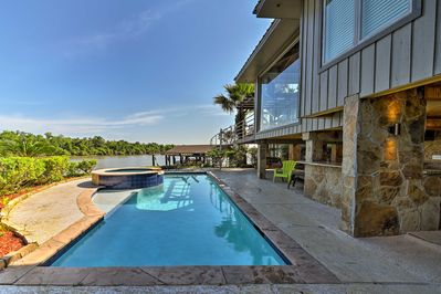 Dive into your next great Houston vacation rental house!