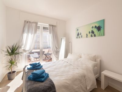 Photo for ☆ Modern 90m² 2BR apartment in center /w Netflix and luxury interior