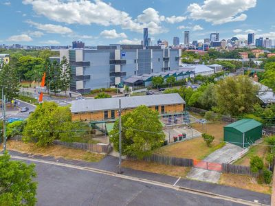 """Photo for """"Cosy Nest"""" in RED HILL overlooking Brisbane CBD and the QUT campus"""