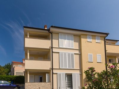 Photo for Holiday apartment sa climom i pogledom na more u blizini plaže