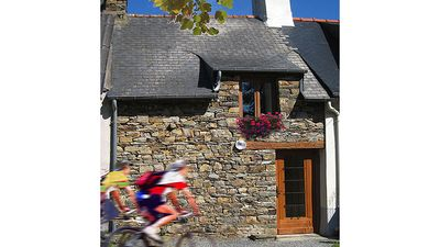 Photo for La Maison Orange. Traditional Breton stone cottage in quiet hamlet. Free WIFI.
