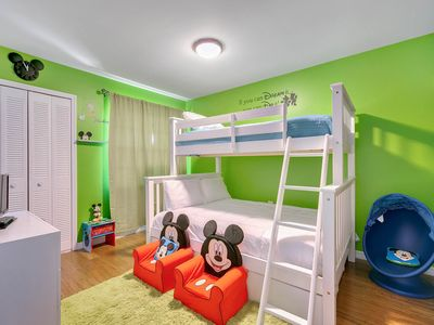 Photo for Luxury townhome - Free Waterpark! 10 min to Disney