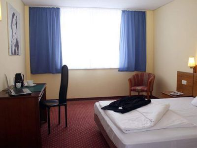 Photo for Kingsize single, shower or bath, WC - Quality Hotel Dresden West