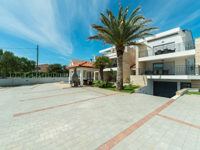 Photo for Apartment for 4-6 people in center | Pool, air conditioning, satellite TV, wireless internet
