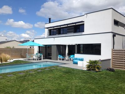 Photo for Contemporary house with private heated pool ideally located