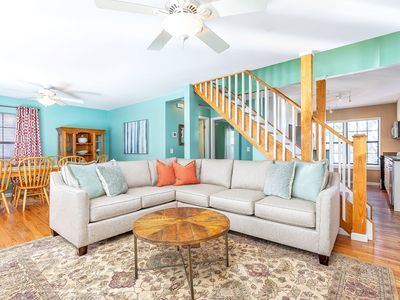Pet Friendly Family Home Walk to Lighthouse and Beach