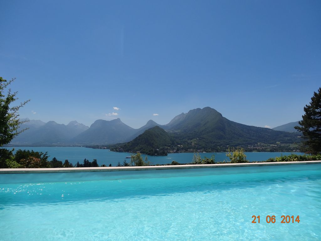 Talloires swimming pool exceptional lake an vrbo for Lake annecy hotels swimming pool