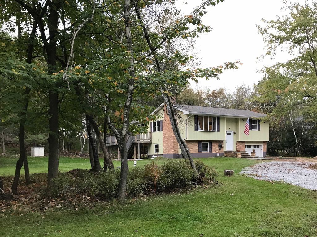 New 3br long pond house w spacious deck long pond for Long pond pa cabin rentals