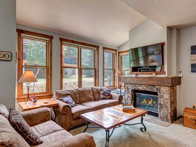 Photo for Walk to the lift! Condo right on Main Street w/ shared hot tubs & pool!