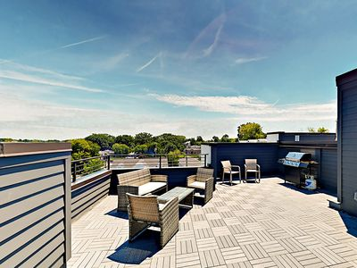 Rooftop Deck - Welcome to Nashville!Retreat to your private rooftop deck and relax on comfy lounge furniture.