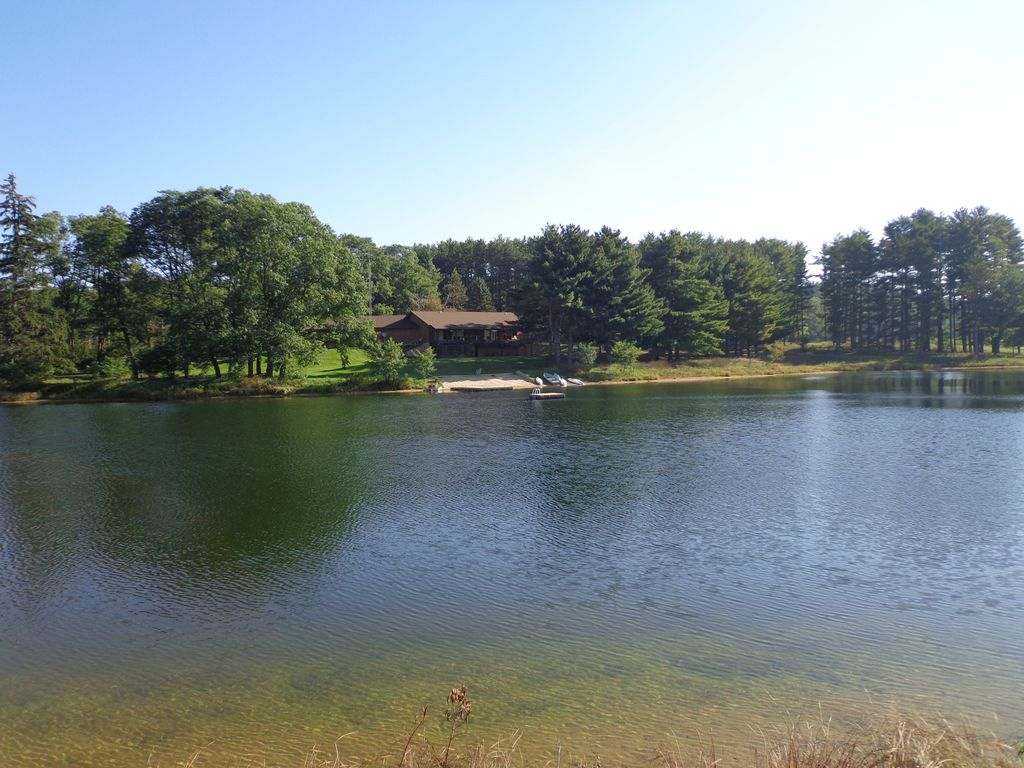Private getaway with private lake fish s homeaway for Private fishing lakes