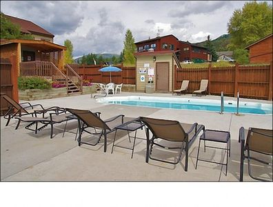 Summer Only Pool, Year Round Hot Tub + Gas Grill, Picnic Table, Sunbathing