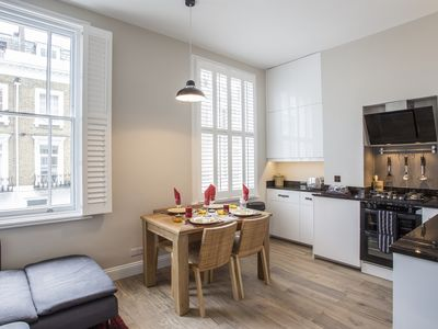 Photo for Delightful one double bedroom flat, Zone 1 in Central London