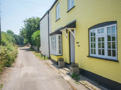 Photo for 4 bedroom Cottage in Winfrith Newburgh - DC190
