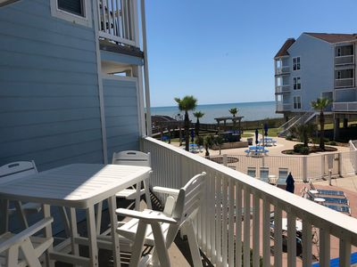 Beachfront 1BR Condo with ocean and pool views - Galveston