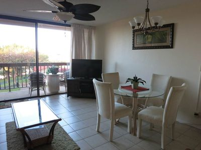 Dining area, flat screen TV with cable and DVD player, lanai with garden view