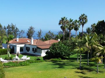 Beautiful villa in exclusive 5,000m2 botanical garden with private heated pool