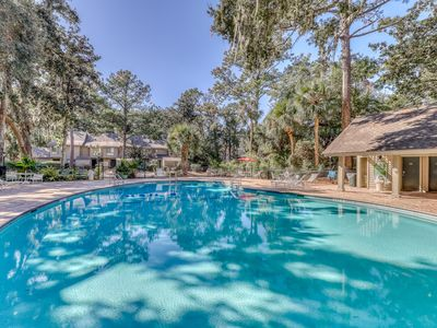 Photo for Family condo w/deck, patio, shared pool and golf course. Steps from the beach!!
