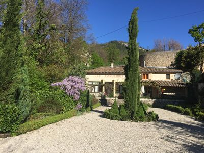 Photo for Charming cottage with large garden only 3 mn from medieval village center