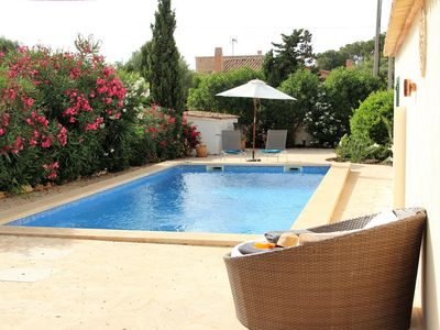 Photo for Charming villa in a quiet location with private pool and air conditioning, near the beach