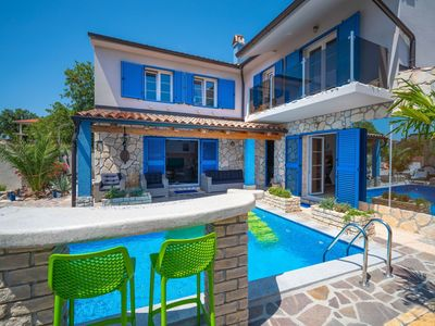 Photo for Stunning private villa for 8 people with A/C, private pool, WIFI, hot tub, TV, balcony and parking