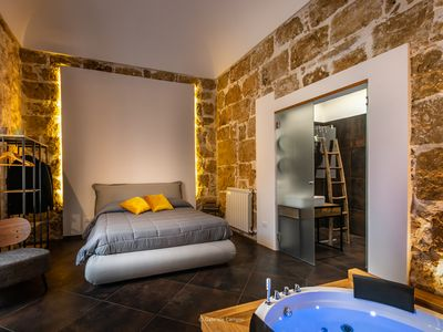 Photo for Avola city-center guestrooms with private spa tubs