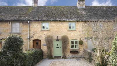 Photo for Forsythia, Period Cottage. Sleeps 3. Centre of Bourton on the Water. No Pets.
