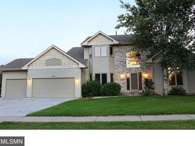 3 Miles away from Hazeltine Golf Course, Recently Remodeled Home in Chaska