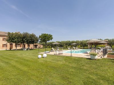 Photo for L'Olivo, app in a typical villa with swimming pool 7 km from the sea, Senigallia, Marche