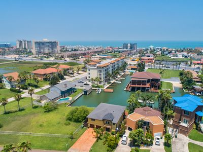 Channel Front Condo with Boat Slip, Infinity Pool & Hot Tub! Great Location!