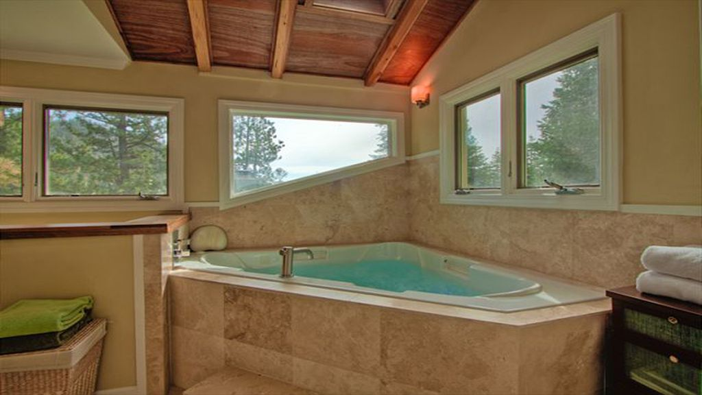 Luxury Mountain Home with Hot Tub, Spa Shower, Large indoor Jacuzzi ...