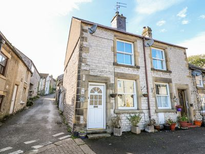 Photo for LANE END COTTAGE, pet friendly in Tideswell, Ref 977154