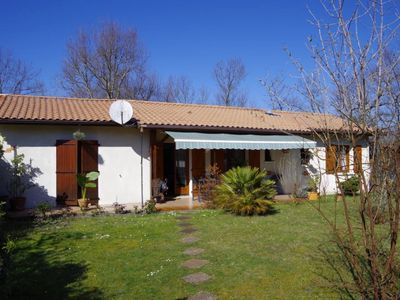 Photo for Andernos les Bains: Family villa 800 m from the beach ideal for 2 couples