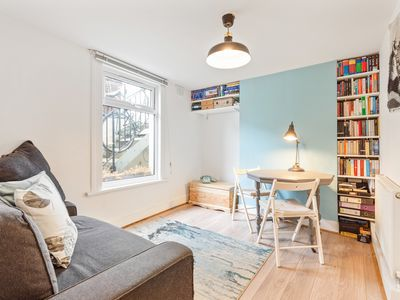 Photo for Lovely 1 Bed Apt, sleeps 4, near Greenwich