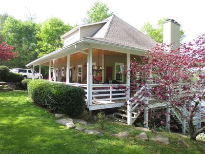 LAKEFRONT WESTERN, NC WITH PRIVATE DOCK, FLYFISHING,