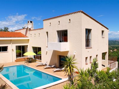 Photo for Large Contemporary Villa With Private Pool And Stunning Views Over Roussillon Pl