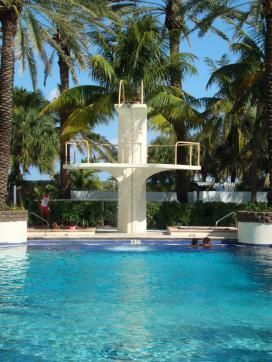 3 BR Beachfront Suite w/Pool & Jacuzzi, 5min Walk to Shops, Bars +Golf & Tennis