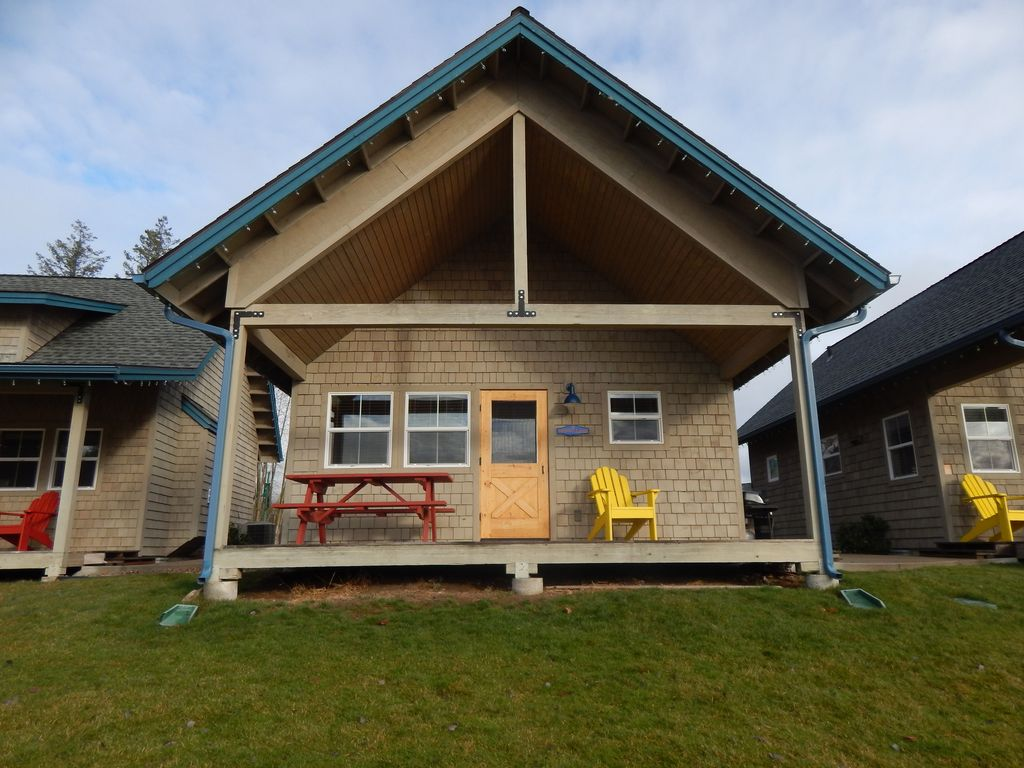 Gorgeous lakefront 2 bedroom bungalow dover idaho for 2 bedroom bungalow