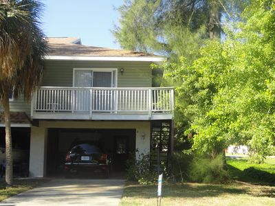 EXCELLENT LOCATION IN THE HEART OF HOLMES BEACH ON ANNA MARIA ISLAND!
