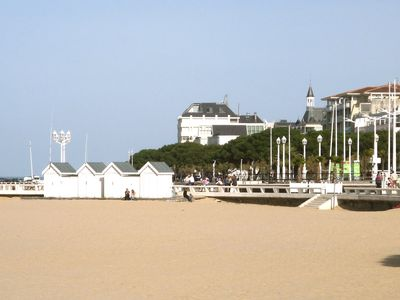 Photo for Downtown Arcachon, residence very good quality, calm, direct access sea