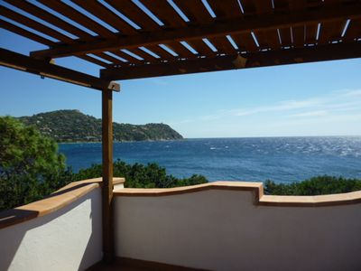 Photo for Villa surrounded by Mediterranean greenery immediately on the sea: tranquility and wifi