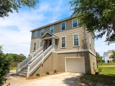 Photo for Nearby beach & marina, bonus room, screened porch, and golf course views!