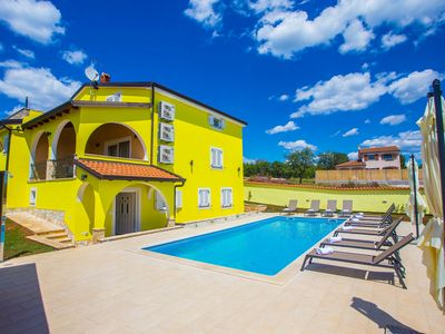 Photo for Villa with pool, summer kitchen and fenced yard for 16 persons near Porec