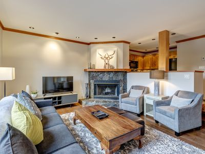 Photo for Ski-in Chic and Cozy 2bed, 2 bath Townhouse in the Upper Village (Benchlands)