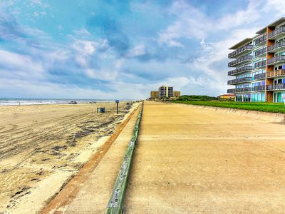 Photo for Watefront condo w/ a shared pool, hot tub, & easy beach access