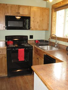 Newly Remodeled Cabin Minutes From Glacier Park- also see 721318, 723684